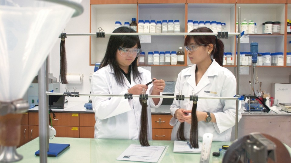 Lab assistant in the Consumer Care laboratory